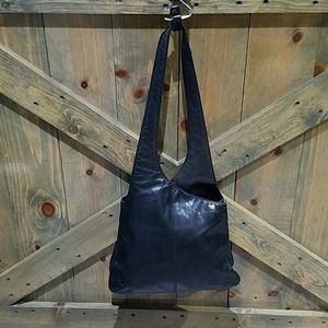 DKNY BLACK ESSENTIAL SHOULDER BAG